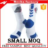 Lo sport spesso del cotone colpisce con forza i calzini degli uomini del tovagliolo del cotone di Hight del ginocchio
