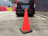 """28 """" cônes oranges de PVC de circulation de sûreté de Hongqiao avec la base noire"""