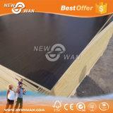白いメラミンペーパーによって薄板にされる合板