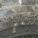 Industrial Tire 16.9-28 12.5 / 80-18 pour Backhole Wheel Loader