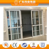 A porta corrediça de alumínio de estilo europeu com grade de alumínio de decoração