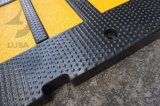 青および黒く新しいゴム製速度のこぶ