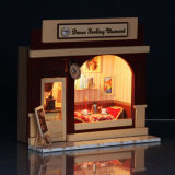 가장 새로운 형식 아이를 위한 나무로 되는 장난감 인형 집
