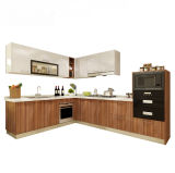 標準的な標準木製のドアの食器棚