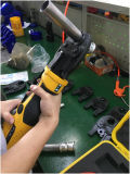 운영하는 손과 건전지를 가진 Pex 관 주름을 잡는 공구, Crimping&#160를 위해 사용해;