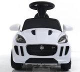 O jaguar licenciou o passeio do bebê no brinquedo do carro elétrico