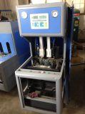 Bottiglia semiautomatica dell'animale domestico della macchina dello stampaggio mediante soffiatura
