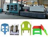 機械を作るプラスチック椅子