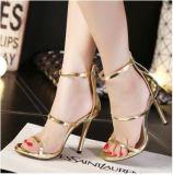 Venda por grosso de couro envernizado Zipper saltos altos finos da correia com o novo Sandals