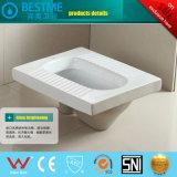 La stanza da bagno poco costosa di prezzi ha impostato per il servizio dell'Africa