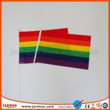Mano promozionale del Rainbow del poliestere che agita bandierina
