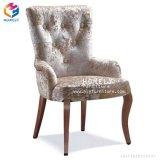 高品質の安い価格PUの革は木製の夕食の椅子を模倣した