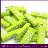 Logotipo de marca personalizada de silicone de forma diferente a Zipper Puxe o controle deslizante de fecho de PVC em borracha macia