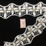cordón soluble en agua químico del bordado del hilado de la leche de los 6cm para los accesorios Guangdong de la ropa con la flor cruzada Hme843