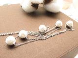 Collier blanc de chaîne de perle d'eau doux de bijou de costume avec la pierre minuscule de la CZ
