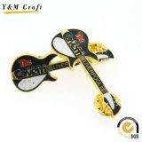 Moda Pin de lapela Gita Metal personalizados (YM009)