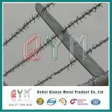 電流を通された有刺鉄線ロール有刺鉄線の農場の塀