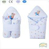 赤ん坊のための淡いブルーのカラー100%年の綿の冬の抱擁毛布