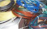 Una canna artificiale di plastica di quattro colori che fa macchina