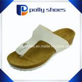 I sandali della T-Cinghia delle donne aprono lo slittamento di cadute di vibrazione della punta sulle cinghie