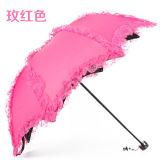 Anunciando mulheres relativas à promoção da borda do laço de Customed as mini que dobram o guarda-chuva com cópia do logotipo