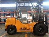Поднимаясь оборудование 3.5 тонны грузоподъемника с двигателем дизеля