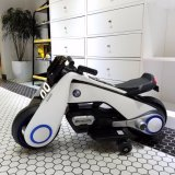 Elektrisches Kind-Motorrad mit kühlen Lichtern und realistischen Formen