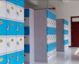تعقّب هويس كهربائيّة خزانة بلاستيكيّة في [شنج رووم] أو [سويمّينغ بوول]