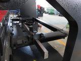 Macchina di sotto di piastra metallica del freno della pressa di CNC dell'azionamento del servo strato elettroidraulico di Tr10030 Amada