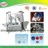Máquina automática de corte e inserção de forro de garrafa plástica de plástico