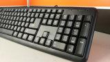 El ordenador de Linghtly parte el teclado atado con alambre USB
