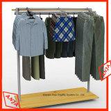 Enregistrer la crémaillère d'étalage de vêtements avec le support