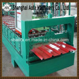 機械を形作る金属板の屋根ロール