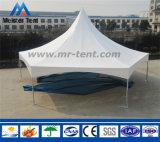 Tente de pagoda utilisée pour des usagers de jardin