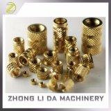 RoHSの対応真鍮の機械化M4ナーリングの糸の挿入