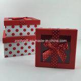 La cinta impresa PUNTO de encargo adornó el rectángulo de regalo de papel con la ventana clara