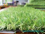 Boa qualidade que ajardina o revestimento artificial do relvado para a decoração ao ar livre do jardim