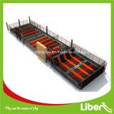 Trampoline de salto livre do medidor 400 quadrado com o parque interno do salto do poço da espuma