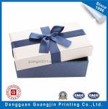 Rectángulo rígido del regalo del papel de hoja de plata con la cinta