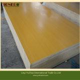 Tablero de la madera contrachapada de Bintangor con la base de Combi para el mercado de Medio Oriente