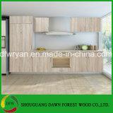 Unidade superior dos armários das gavetas modernas do olhar do carvalho dos gabinetes de cozinha para refrigerador interno