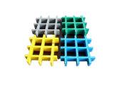 Type carré discordant ignifuge 50*50mm, première surface de maille de FRP de ménisque