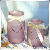 着色された装飾的なガラス瓶の花つぼ