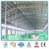 Il portale d'acciaio incornicia il magazzino prefabbricato modulare dell'ampia luce dell'acciaio per costruzioni edili