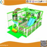 Structuur van de Speelplaats van jonge geitjes de Binnen met de Pool van de Trampoline en van de Bal