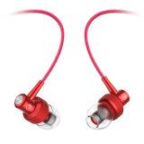 耳の金属のマイクロフォンが付いている移動式ヘッドセットのイヤホーンの熱い販売の3.5mm