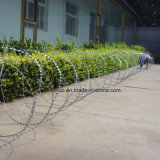 El uso de la seguridad del ejército de la cruz de acero de alta resistencia Alambre de púas de afeitar en zigzag