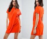 Задрапируйте переднюю сторону платы миниую задрапируйте платье