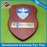 Placa de esmalte de gravura em madeira de design Crown Design Europe