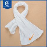 A ioga das telas da aptidão da ginástica absorve a toalha refrigerar de suor para esportes